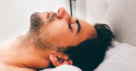 ​3 Ways Sleep Helps You Build Lean Muscle